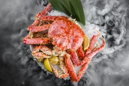 Foto de king crab on a dry ice - Imagen libre de derechos