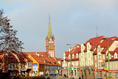 Foto de KENTShIN, POLAND - JANUARY 02, 2014: View of Vladislav Sikorsky Street and spike of a church of St. Katarzhina - Imagen libre de derechos