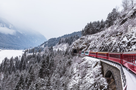 Foto per Famous sightseeing train in Switzerland, the Glacier Express in winter - Immagine Royalty Free