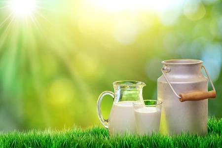 Photo pour Fresh organic milk. Nature background. - image libre de droit