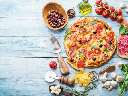 Photo pour Pizza with mushrooms, salami and tomatoes. Top view. - image libre de droit