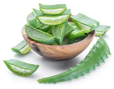 Photo pour Fresh aloe vera slices in the wooden bowl on white background. - image libre de droit