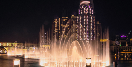 Photo pour View from the observation platform at the singing fountains and Dubai Mall. Dubai, May 2019 - image libre de droit