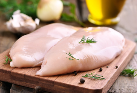 Photo pour Raw chicken breasts and spices on wooden cutting board, close up view - image libre de droit