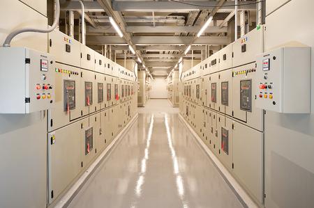 Foto de Switchgear in the electrical room. - Imagen libre de derechos