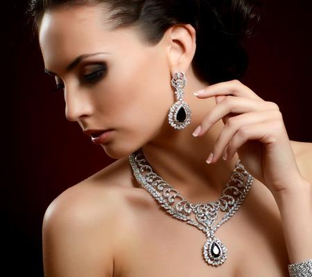 Foto de The beautiful woman in expensive pendant close-up - Imagen libre de derechos