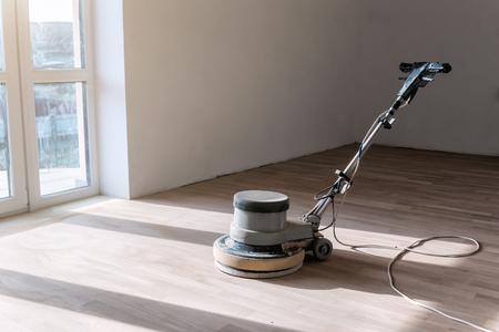 Photo pour special machine for polishing grinding parquet floor - image libre de droit