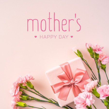 Foto de event design concept - top view of a bunch of pink carnation with gift box and greeting word on pink background for mothers day event with copy space for mock up - Imagen libre de derechos