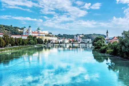 Foto de Passau city with Saint Stephen's cathedral, Lower Bavaria, Germany. Travel destination. Cultural heritage. - Imagen libre de derechos