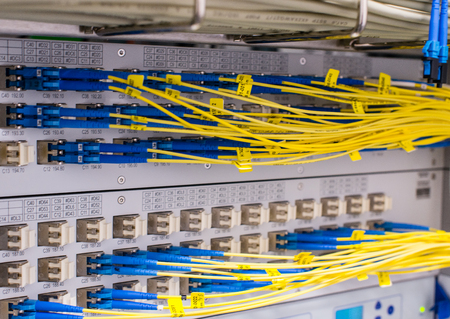 Photo pour Fiber optic light waveguide on a switch in the data center - image libre de droit