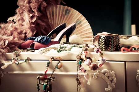 Foto de womans dressing table with lot of fashion accessories - Imagen libre de derechos