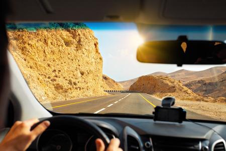 Foto de Driving a car on mountain road to Dead Sea - Imagen libre de derechos
