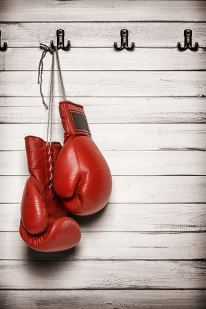 Photo pour Boxing gloves hanging on wooden wall -including clipping path - image libre de droit