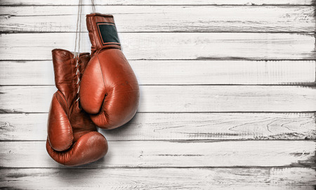 Foto de Boxing gloves hanging on wooden wall - Imagen libre de derechos