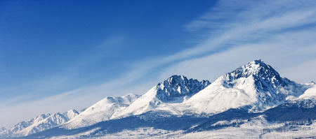 Foto de Snow capped summit of Tatry high under clear blue panoramic skies. - Imagen libre de derechos