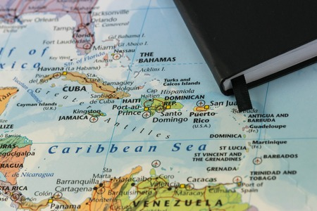 Photo pour personal notes of someone planning a trip to the caribbean sea over a closeup map of Cuba, Haiti, Jamaica, Dominican, puertorico and the Bahamas - image libre de droit