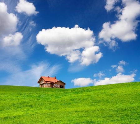 Photo pour A new brick house in springtime - image libre de droit