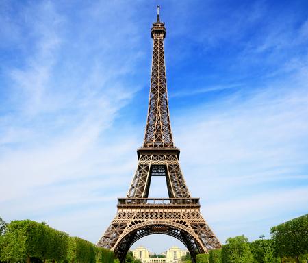 Photo pour Eiffel Tower - image libre de droit