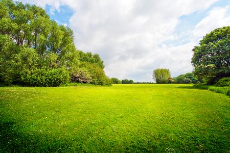 Photo pour Green outdoor for relaxation - image libre de droit