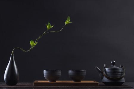 Foto de Exquisite tea set with flower vase - Imagen libre de derechos