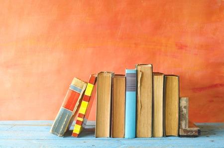 Foto de row of vintage books, free copy space - Imagen libre de derechos