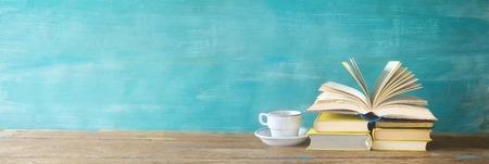 Foto de opened book, cup of coffee, panorama, good copy space - Imagen libre de derechos