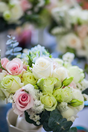 Foto de close up of wedding bouquet of roses. - Imagen libre de derechos