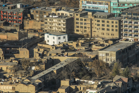 Foto de An aerial view of the busy city center of Kabul Afghanistan with buildings from the 1960s and 1970s - Imagen libre de derechos