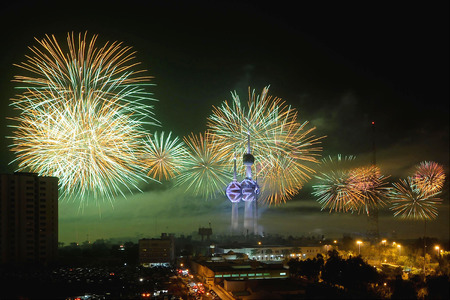 Foto de Median processing image of fireworks light up the sky near the Kuwait Towers during the Hala February Festival in Kuwait City. - Imagen libre de derechos