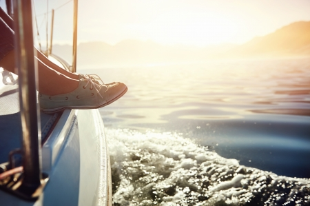 Photo pour feet on boat sailing at sunrise lifestyle - image libre de droit