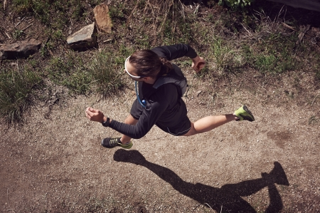 Photo pour overhead view of trail runner running on mountain - image libre de droit