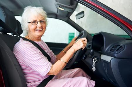 Photo pour Portrait of a smiling aging woman sitting in a vehicle - image libre de droit