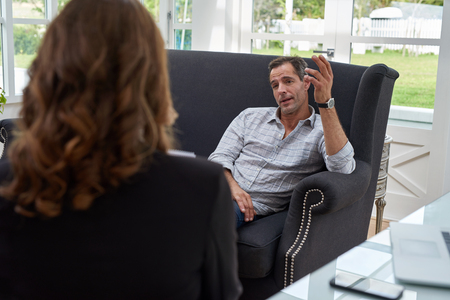 Photo pour Female psychologist consulting mature man during therapy session - image libre de droit