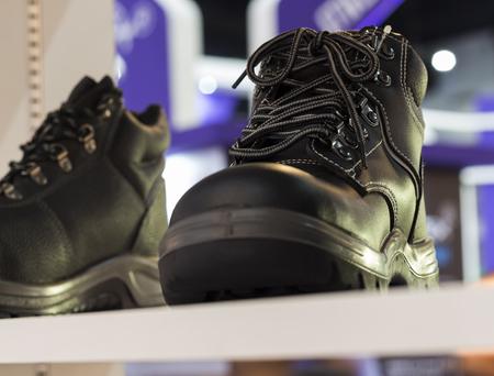 Photo pour Safety Shoe; protective shoe;Shown on shelf;selective Focus  - image libre de droit