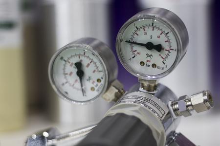 Foto de Pressure gauge ; selective foucs - Imagen libre de derechos