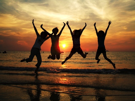 Photo pour friendship travel beach sunset Thailand - image libre de droit