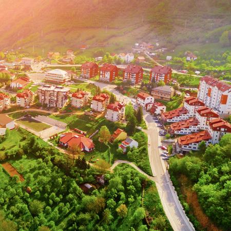 Foto de Top view of resort town in the mountains, sunny - Imagen libre de derechos