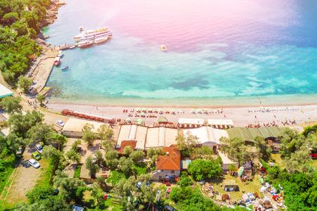 Foto de Top view of beach in a seaside resort in the sunlight - Imagen libre de derechos