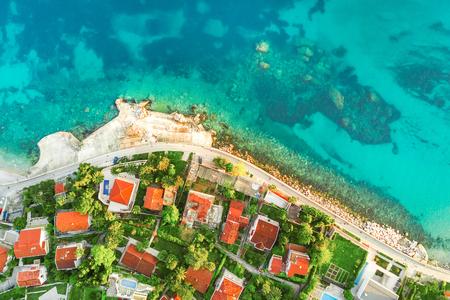 Foto de Top view of buildings with tiled roofs on the sea shore - Imagen libre de derechos