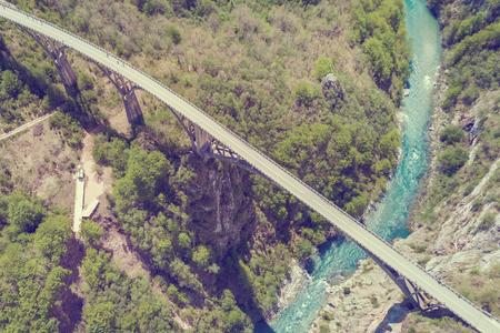 Foto de Top view of a car bridge across a river in the mountains. Toned - Imagen libre de derechos