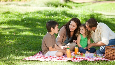 Photo pour Family  picnicking together - image libre de droit