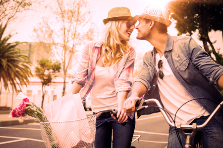 Photo pour Hip young couple on a bike ride on a sunny day in the city - image libre de droit