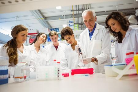 Foto de Students watching lecturer in the lab at the university - Imagen libre de derechos