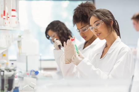 Photo pour Science students working in the laboratory at the university - image libre de droit