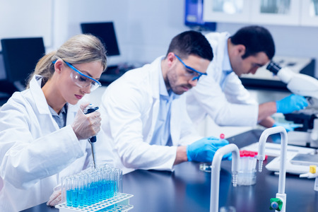 Foto de Science students working with chemicals in lab at the university - Imagen libre de derechos