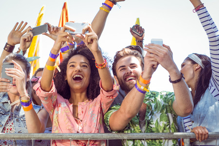 Photo pour Excited music fans up the front at a music festival - image libre de droit