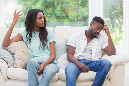 Foto de Couple having argument on the couch at home in the living room - Imagen libre de derechos
