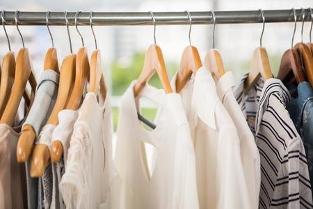 Foto de Clothes on clothes rail in clothing store - Imagen libre de derechos
