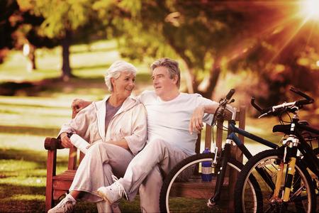 Foto de Elderly couple with their bikes against light beam - Imagen libre de derechos