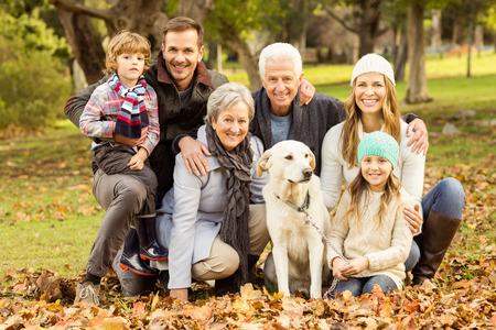 Photo pour Portrait of an extended family on an autumns day - image libre de droit